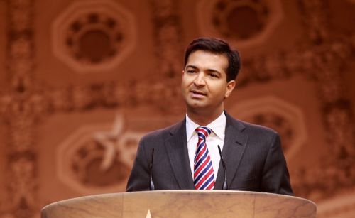 photo of Republican Carbon Tax Advocate Carlos Curbelo: 'Both Parties Are the Problem' image