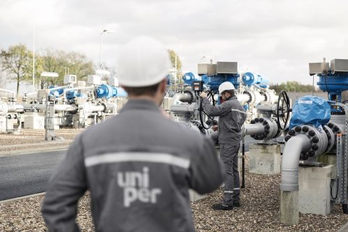 Who Will Own the Hydrogen Future: Oil Companies or Utilities?